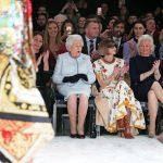 Ratu Inggris Hadiri London Fashion Week