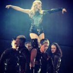 Taylor Swift Konser Sekaligus Kenang Tragedi Manchester